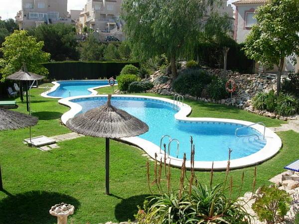 Am nager une piscine dans votre jardin hexoa for Amenager une terrasse dans son jardin