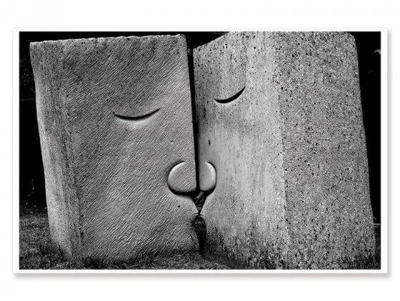 Cadre noir et blanc embrassez-vous